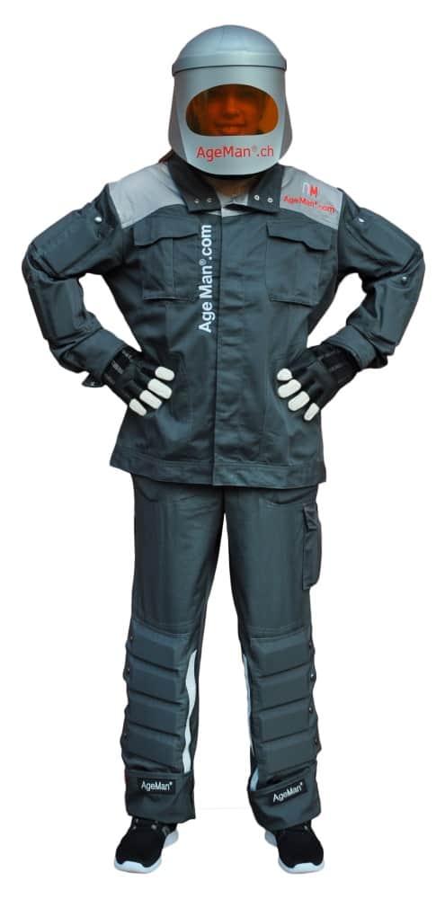 Der AgeMan Premium Altersanzug besteht aus Jacke, Hose und Spezialvisier