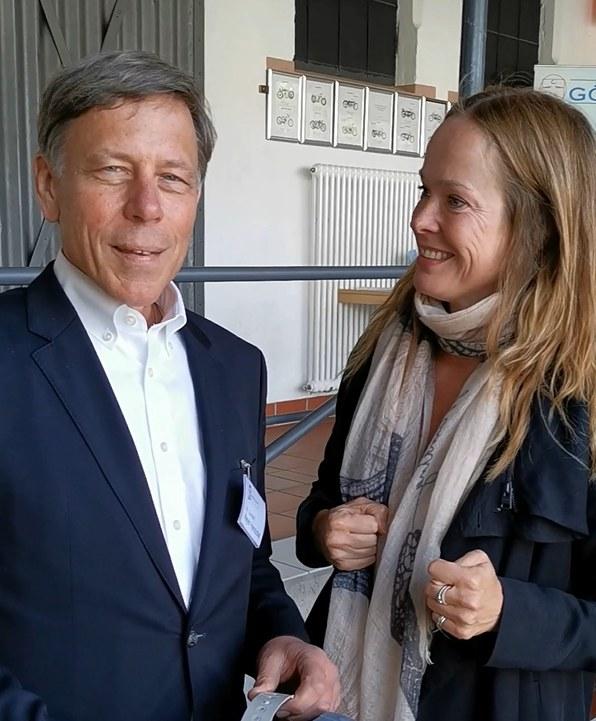 Sophie Rosentreter, Expertin für Demenz, trifft Dr. Gundolf Meyer-Hentschel, Erfinder Alterssimulationsanzug