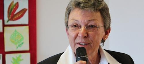 Denise Poos, Servior, empfiehlt den Alterssimulationsanzug AgeMan