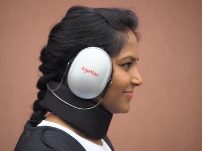 Mit den AgeMan-Gehördämpfern können Sie erleben, wie es ist, im Alter schwerhörig zu sein.