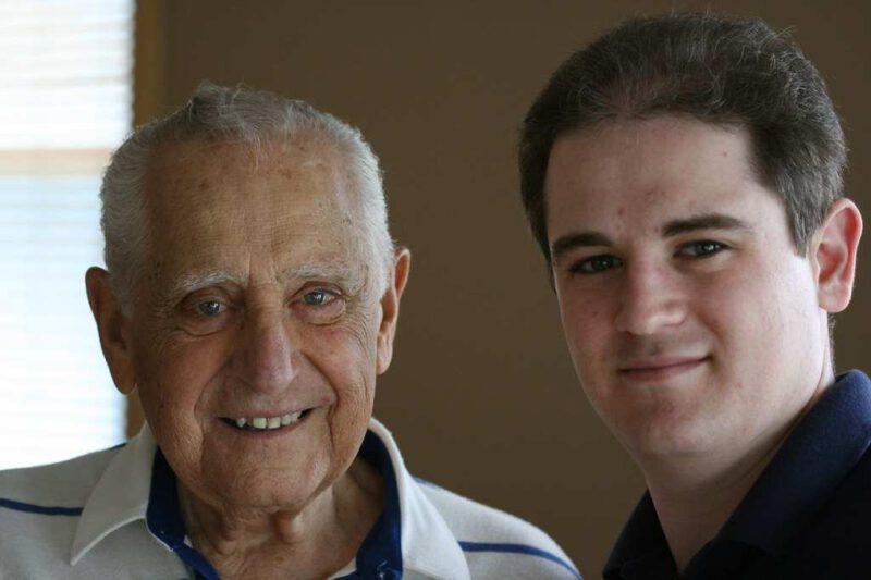 Angehörige können durch Selbsterfahrung des Alters ihre alten Familienmitglieder besser verstehen